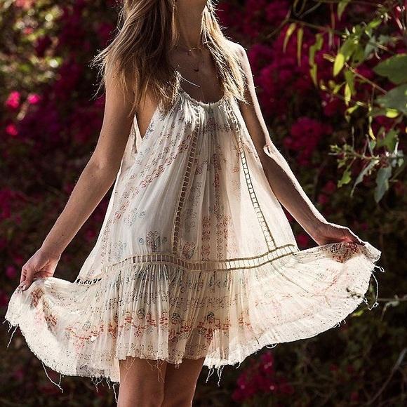 59075293813d1c Free People Dresses   Skirts - Free people FP One ruffle bottom mini dress